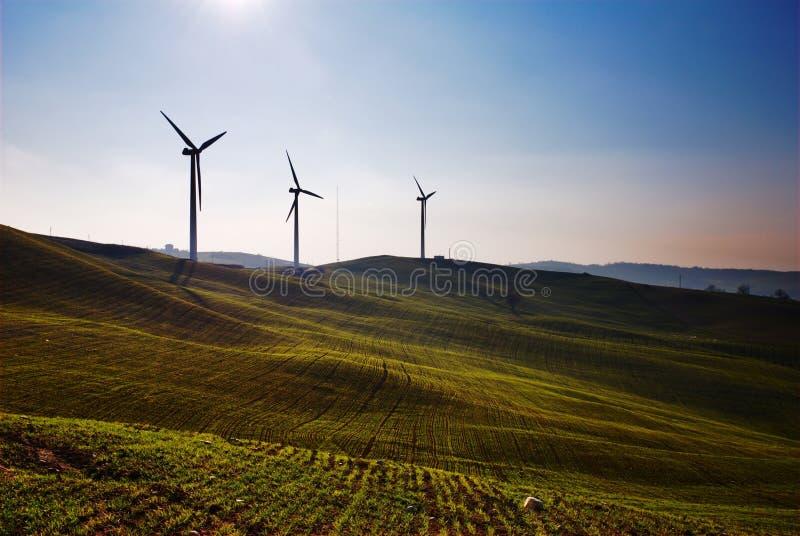 Trois turbines de vent photographie stock libre de droits