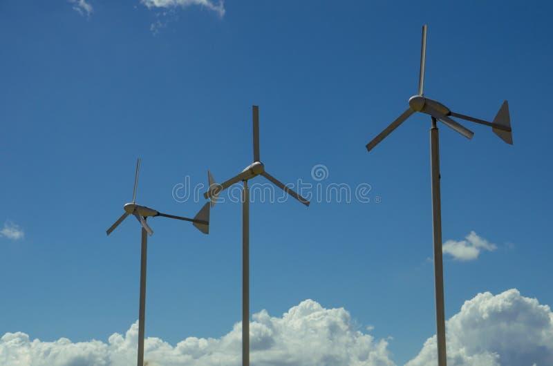 Trois turbines de vent image libre de droits