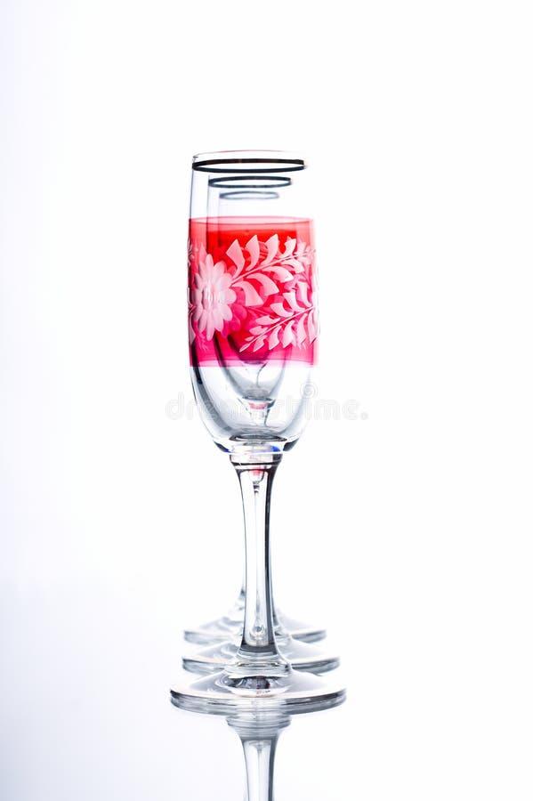 Trois verres dans une rangée sur le fond blanc image stock