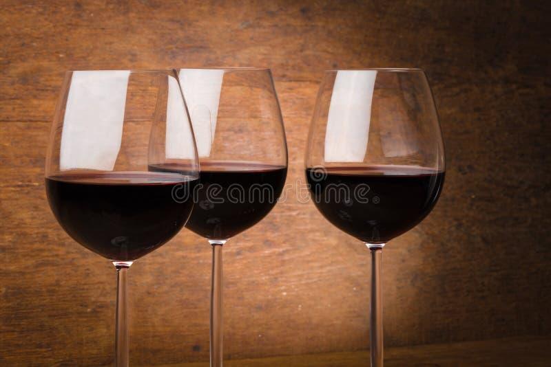 Trois verres de vin à moitié pleins photographie stock