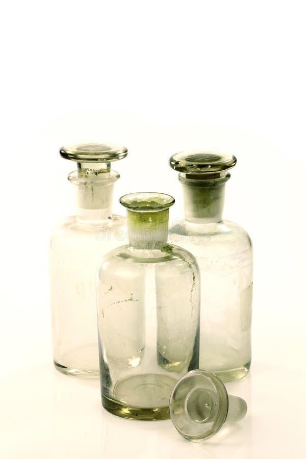 Trois vieilles bouteilles en verre de médecine images libres de droits