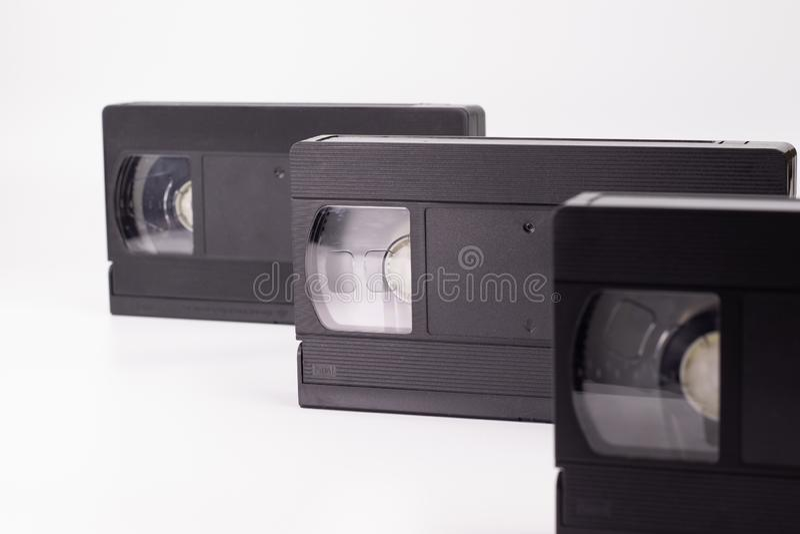 Trois vieilles cassettes vidéo noires images stock