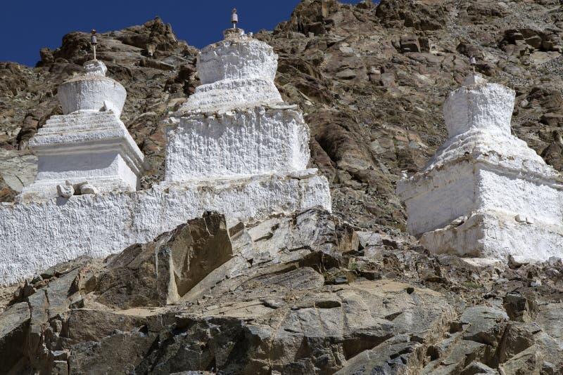 Trois vieux stupas photographie stock