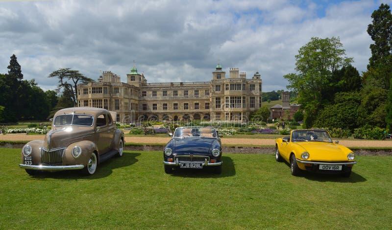 Trois voitures classiques sur l'exposition à la Chambre d'extrémité d'Audley image stock