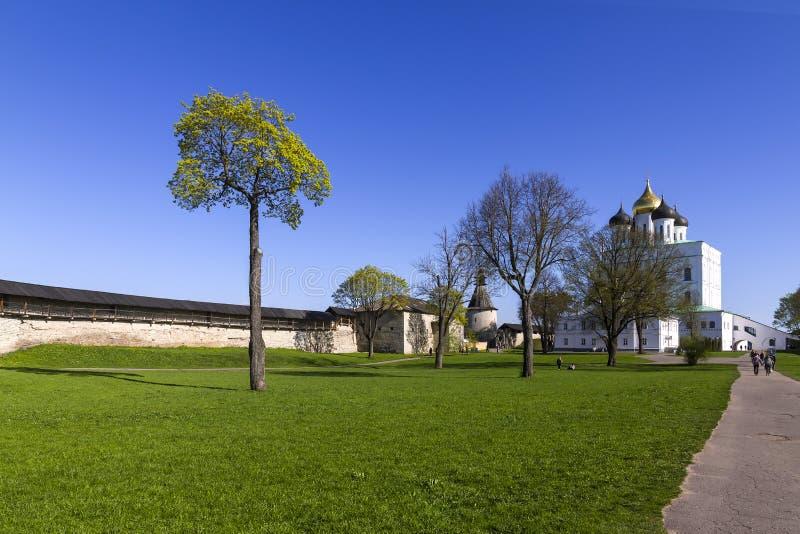 Troitskykathedraal in Pskov, Rusland stock afbeeldingen