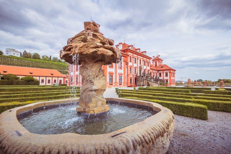 Troja slott och trädgård i sommar i Prague, Tjeckien arkivbild