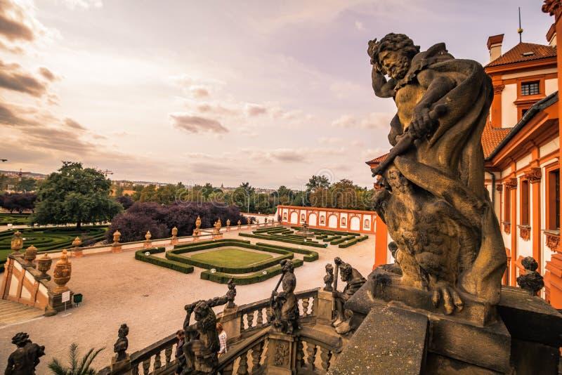 Troja slott och trädgård i sommar i Prague, Tjeckien royaltyfria foton
