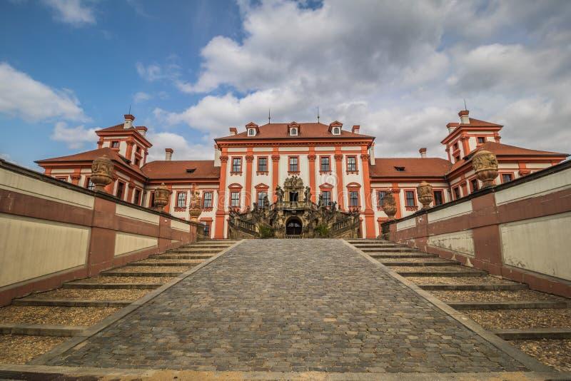 Troja slott och trädgård i sommar i Prague, Tjeckien arkivfoto