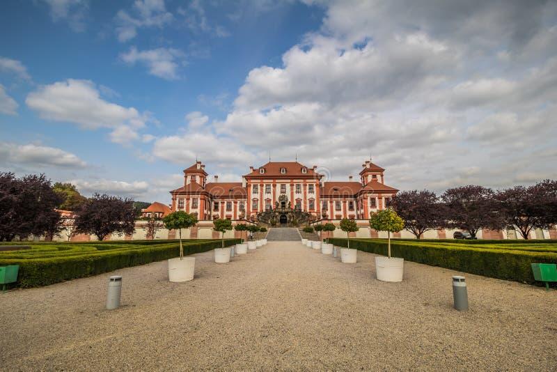 Troja slott och trädgård i sommar i Prague, Tjeckien arkivfoton