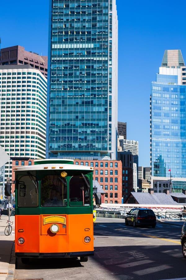 Trole de Boston na ponte da rua do congresso foto de stock