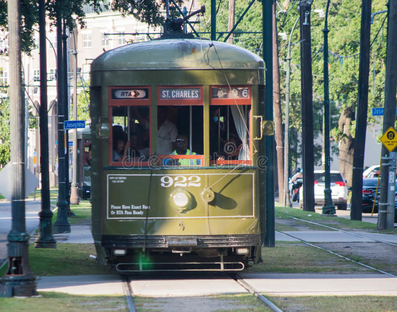 Trole-St Charles Avenue Streetcar de Nova Orleães fotografia de stock royalty free