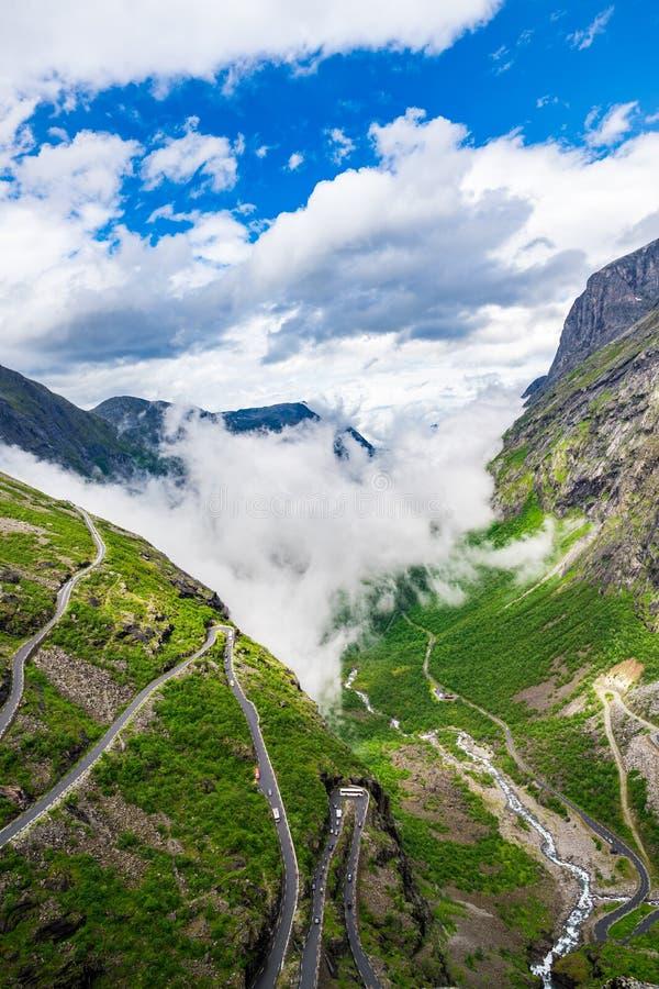 Troll дорога горы замотка пути Trollstigen или Trollstigveien ` s стоковое изображение