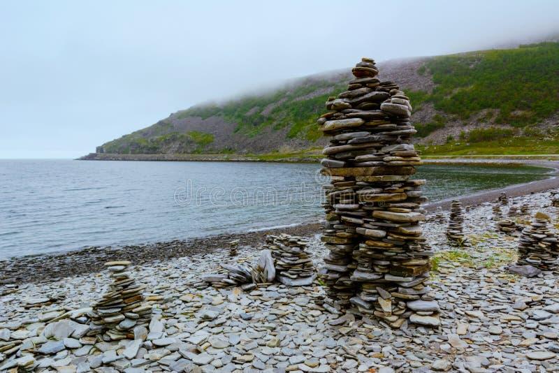 Troll камни в ландшафте строгой природы северного пути Норвегии к Nordkapp стоковые фотографии rf