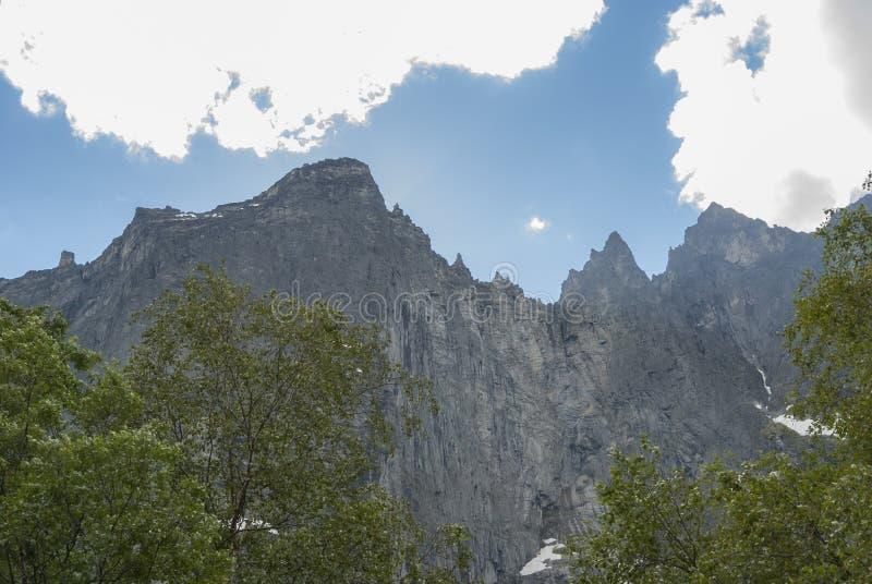 Troll сторона утеса стены самая высокая вертикальная в Европе стоковое изображение rf