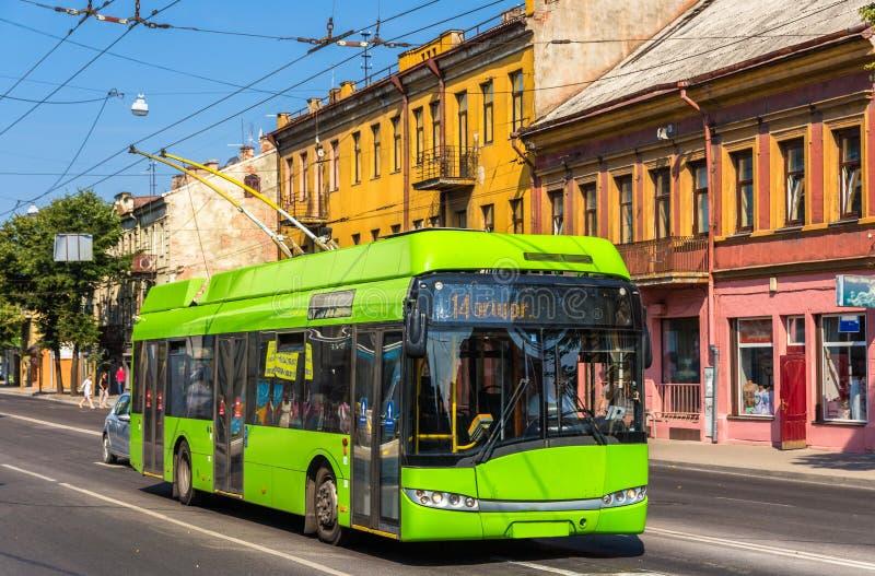 Trolleybus in Kaunas - Litouwen stock afbeeldingen