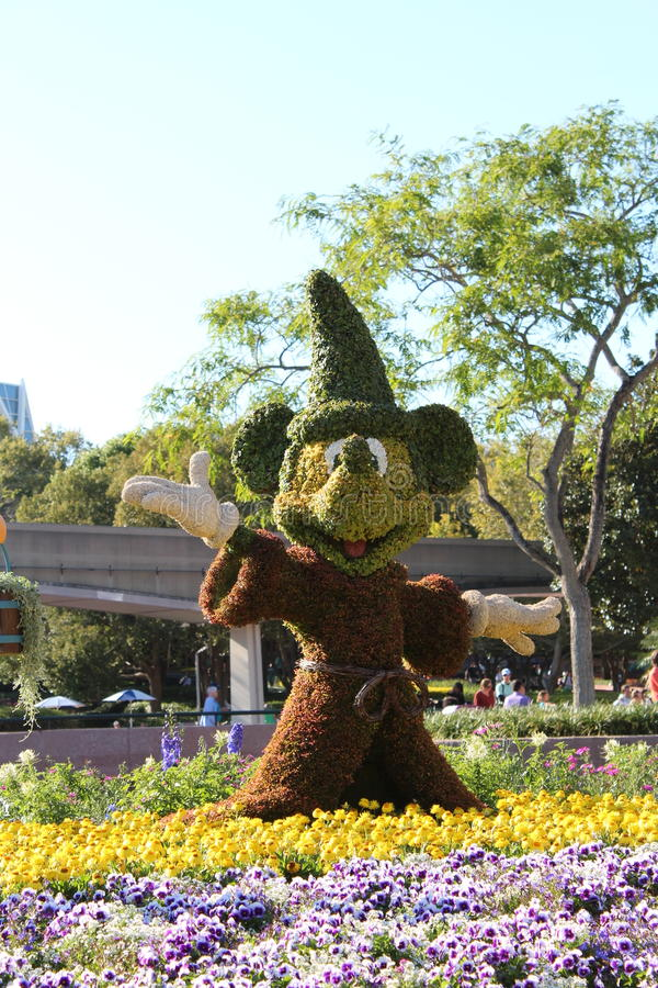 Trollkarl Mickey Topiary royaltyfria foton