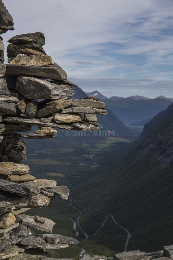 Trollstigen - błyszczki ścieżki Halna droga w Norwegia zdjęcia royalty free