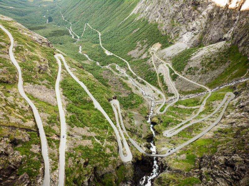 Trollstigen bergväg i Norge fotografering för bildbyråer