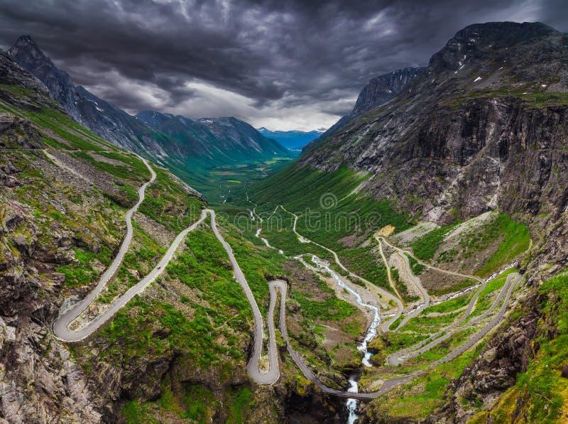 Trollstigen, droga dzwonił błyszczki Footpath obraz royalty free