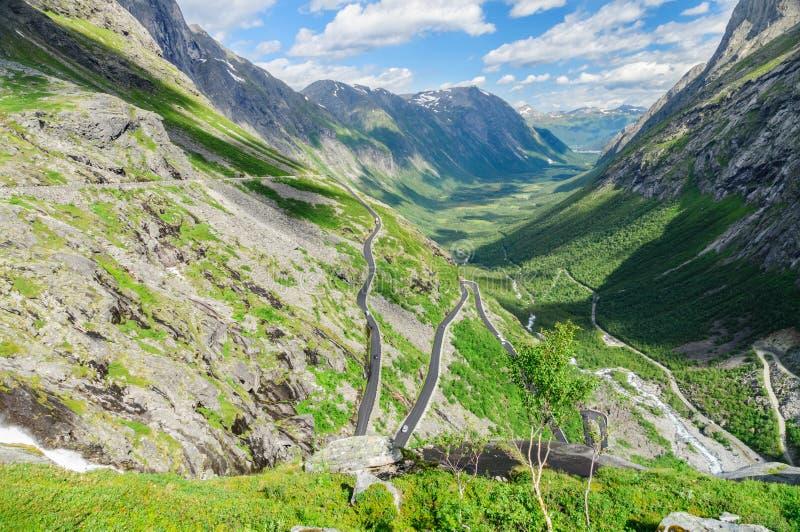 Trollstigen - estrada famosa da montanha em Noruega fotos de stock