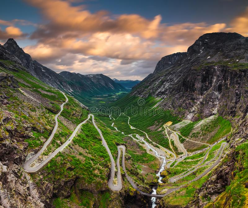 Trollstigen oder Schleppangel-Weg ist eine Serpentinengebirgsstra?e in Norwegen lizenzfreies stockbild