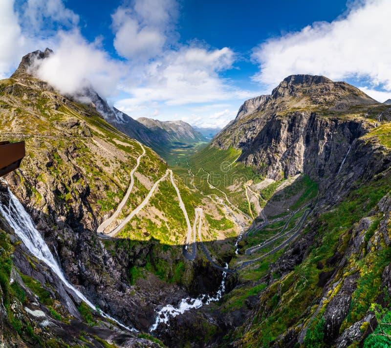 Trollstigen or Trolls Path jest wężownicą w Norwegii obrazy stock