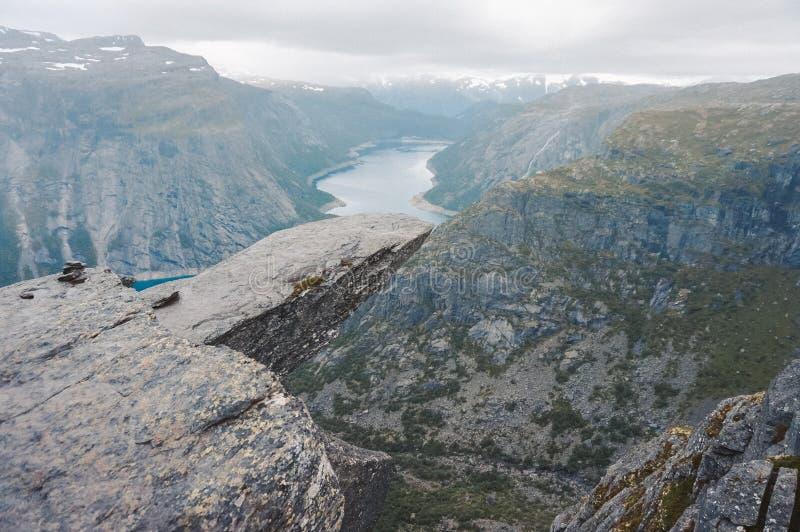 Trolltunga в Норвегии стоковое изображение