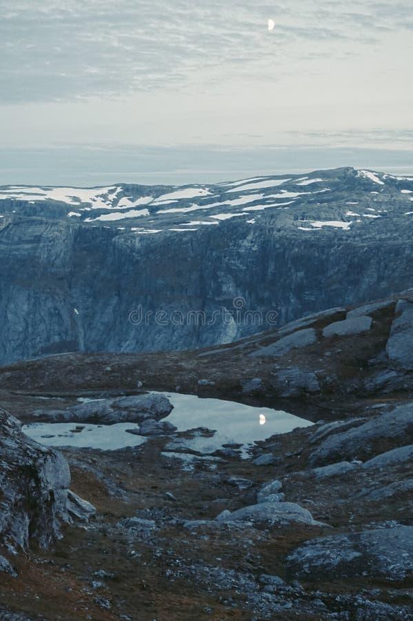 Trolltunga в Норвегии стоковые изображения