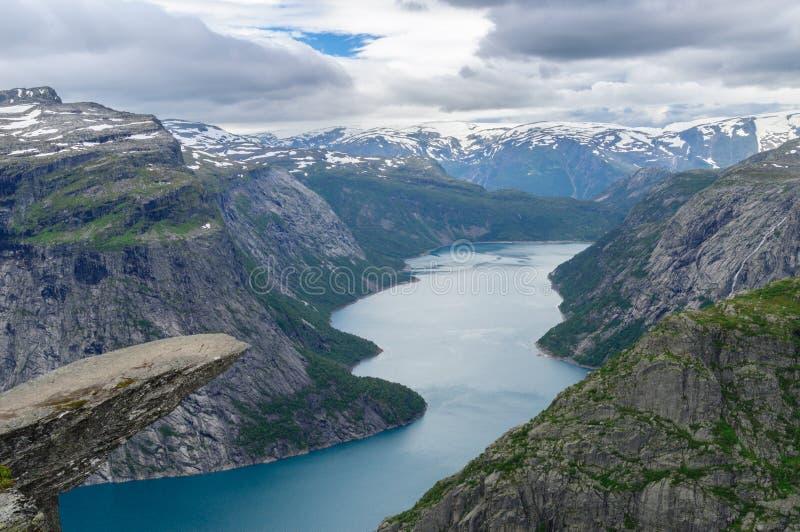 Trolltunga, утес языка Troll, Норвегия стоковое фото