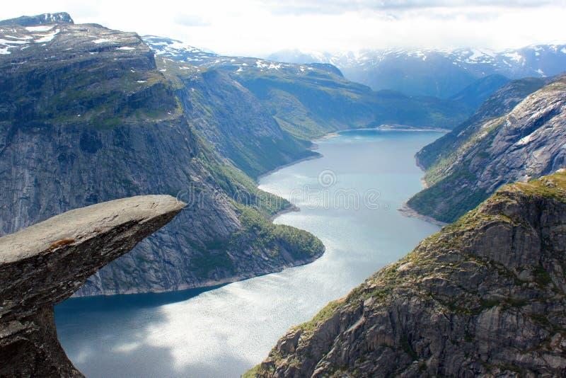 Trolltunga błyszczki ` s jęzoru faleza, Norwegia zdjęcia royalty free