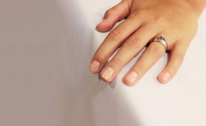 trolovningcirkelbröllop royaltyfri bild