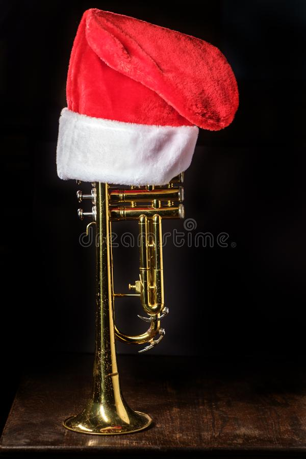 Trombeta da m?sica do Natal imagens de stock royalty free