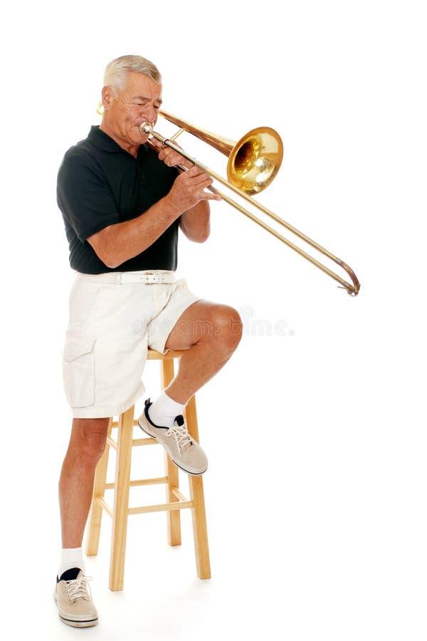 trombone старшия игрока стоковые изображения
