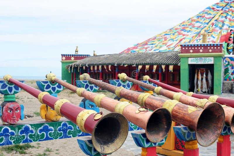 Trombones in einem tibetanischen Lamasery lizenzfreie stockbilder