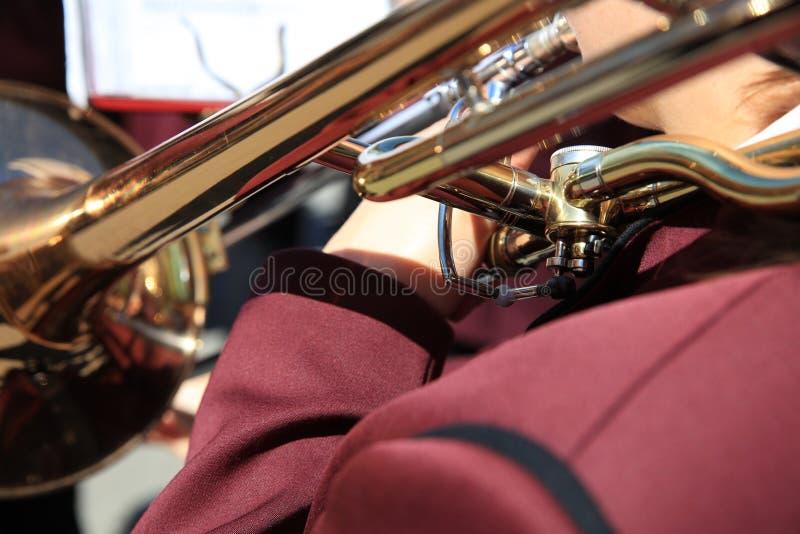 Trombonespeler bij een openluchtoverleg in Duitsland royalty-vrije stock afbeeldingen
