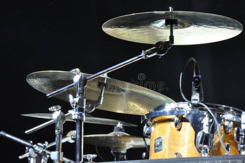 Trommeln und Becken stockbilder