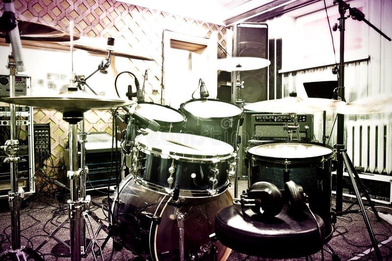 Trommels in de studio stock foto