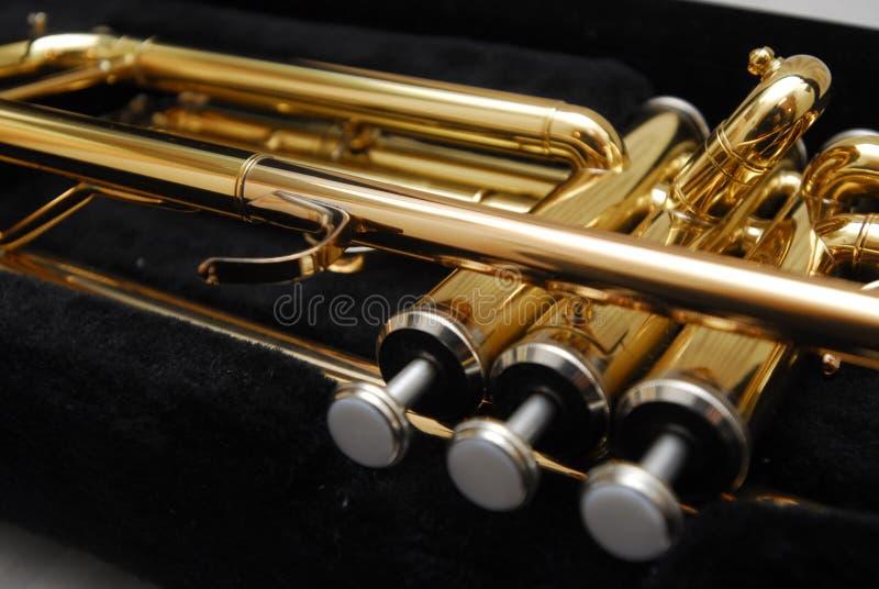 Trompeta de cobre amarillo foto de archivo libre de regalías