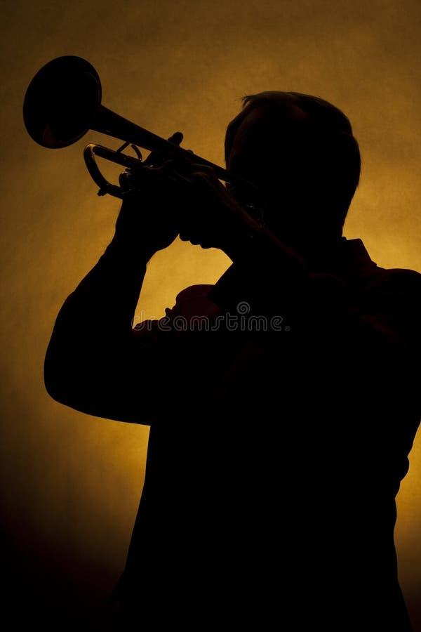 Trompete-Spieler-Schattenbild-Gelb stockfoto