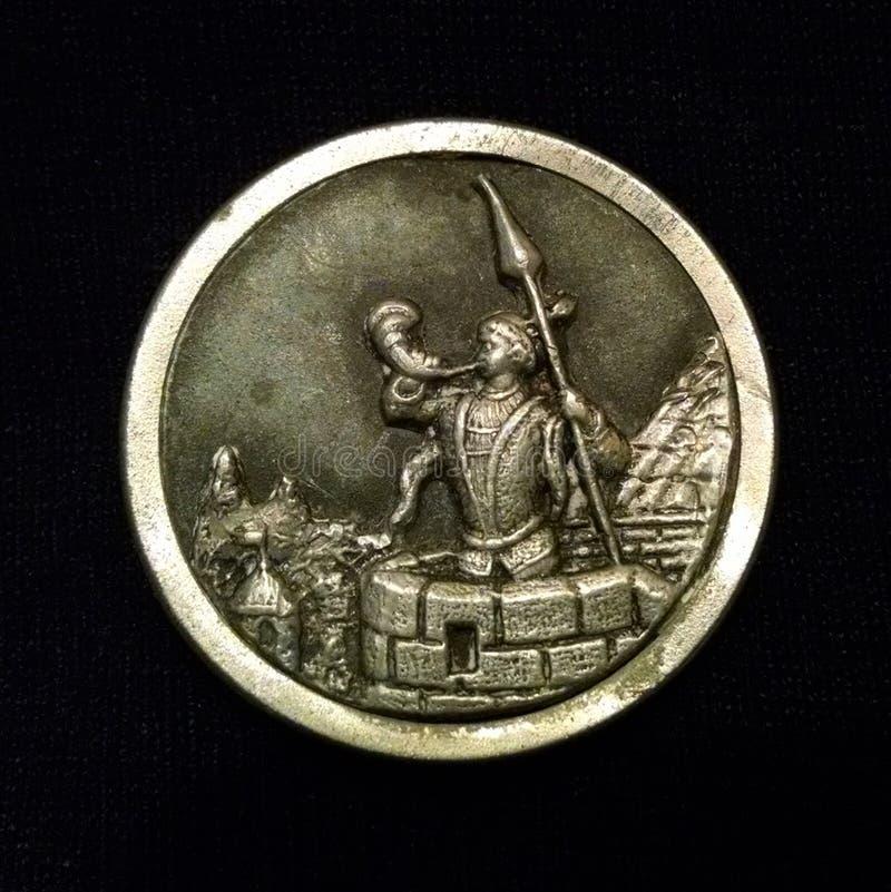 Trompetista do ` do botão do peltre do ` de Krakow contra o fundo preto imagem de stock