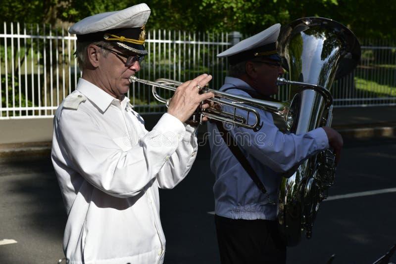 Trompettiste russe chez Catherine Palace, près de Pétersbourg, la Russie photo stock