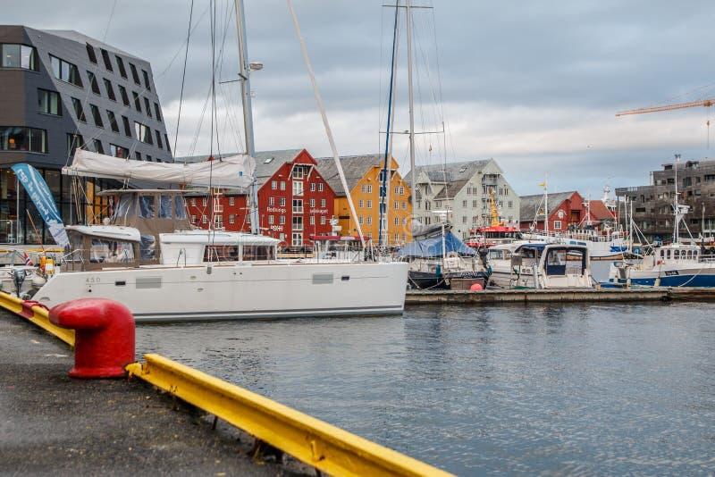 Tromse, Noruega Porto de Troms fotografia de stock royalty free