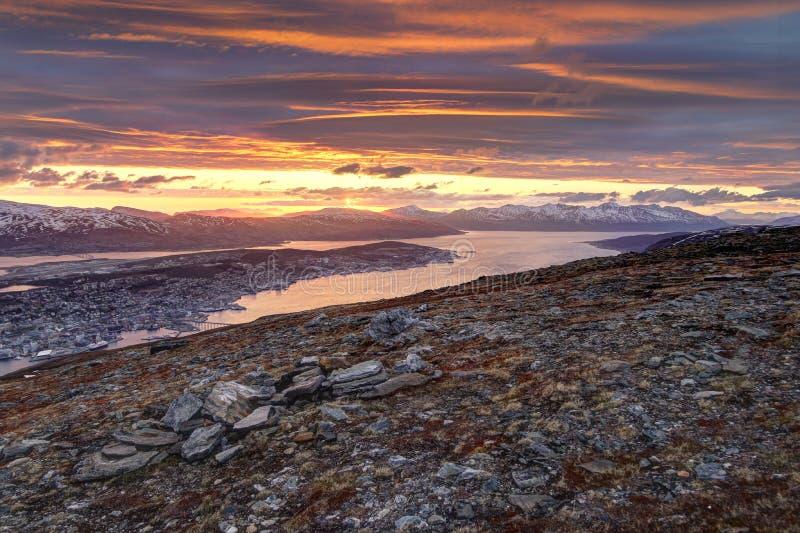 Tromso, Norwegen während der Mitternachtssonne stockbilder