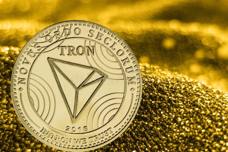 Tron del cryptocurrency de la moneda en fondo de oro TRX fotografía de archivo libre de regalías