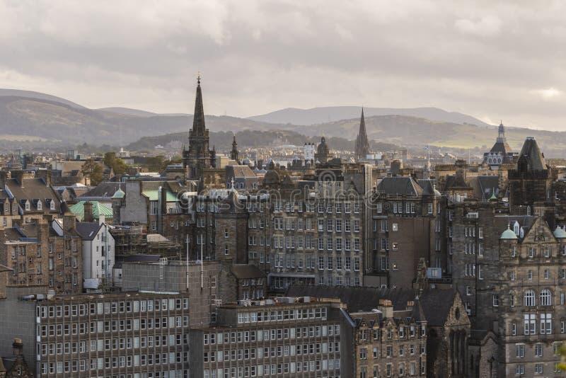 Tron Kirk e skyline de Edimburgo dos montes de Pentland, Escócia imagens de stock