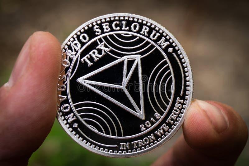 Tron TRX é uma maneira moderna de troca e esta moeda cripto é meios de pagamento convenientes no mercado financeiro e da Web fotografia de stock