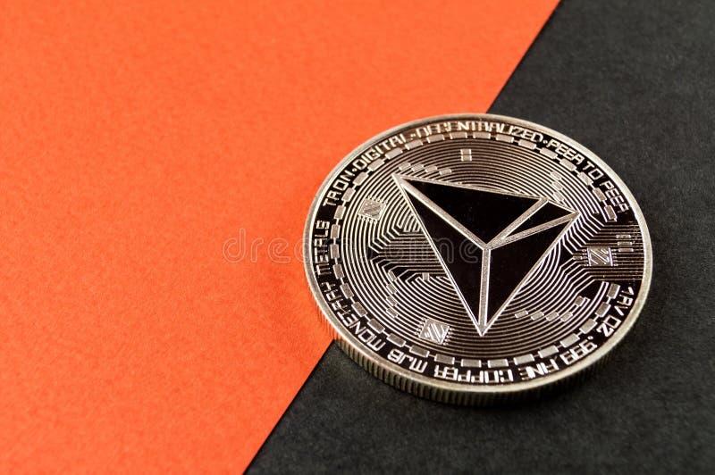 Tron TRX é uma maneira moderna de troca e esta moeda cripto é meios de pagamento convenientes no mercado financeiro e da Web imagens de stock royalty free