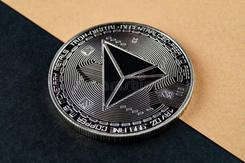 Tron TRX é uma maneira moderna de troca e esta moeda cripto é meios de pagamento convenientes no mercado financeiro e da Web fotos de stock