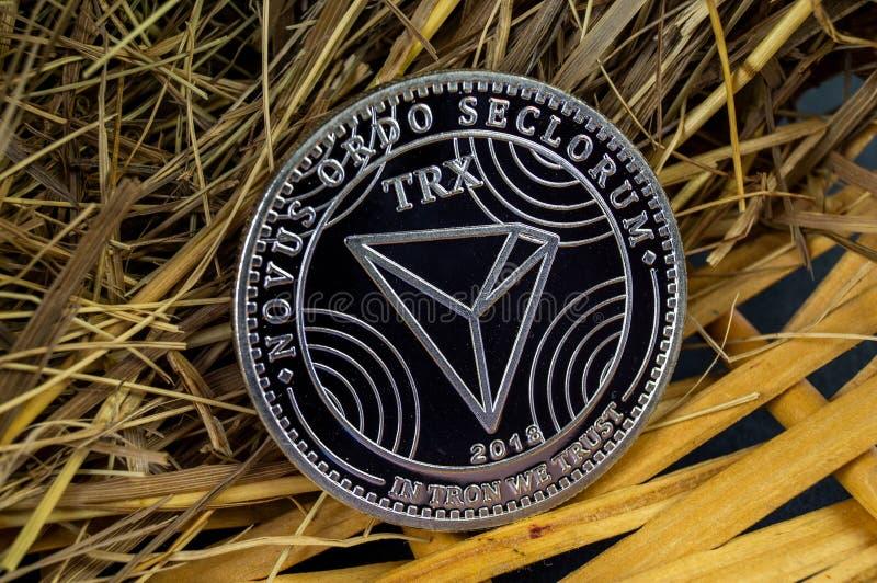 Tron TRX é uma maneira moderna de troca e esta moeda cripto é meios de pagamento convenientes no mercado financeiro e da Web imagens de stock