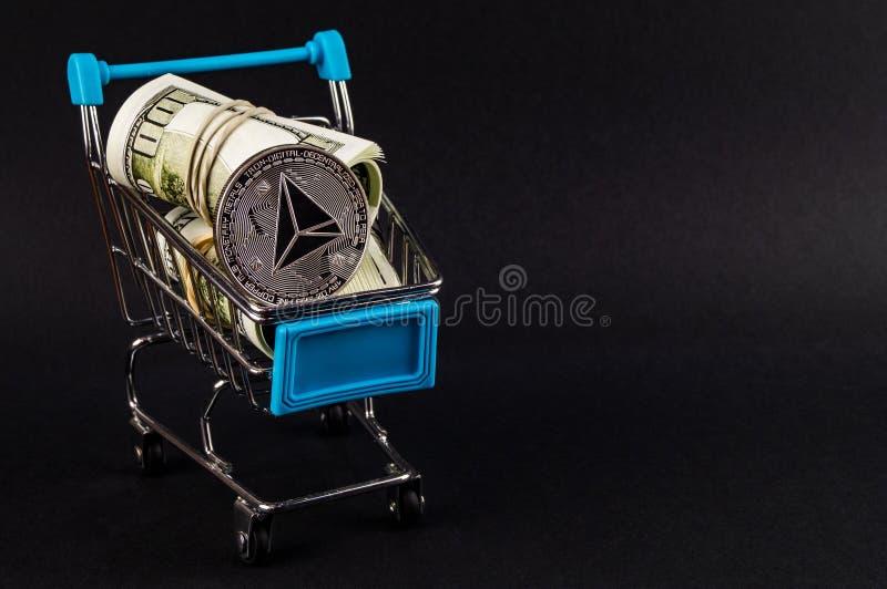 Tron TRX es una manera moderna de intercambio y esta moneda crypto es los medios del pago convenientes en el mercado financiero y imagen de archivo libre de regalías